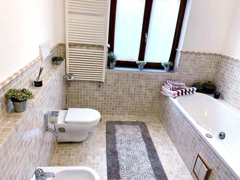 Villa 'Cocco' with Private Swimming Pool, casa vacanza a Bistagno