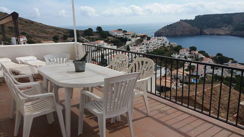 Casa privilegiada con vistas al mar, wifi, aire acondicionado, ideal familias., aluguéis de temporada em L'Escala