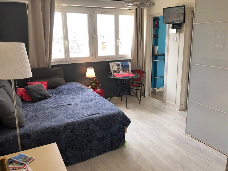 Studio tout confort avec balcon et jolie vue au coeur du centre ville de Caen – semesterbostad i Caen