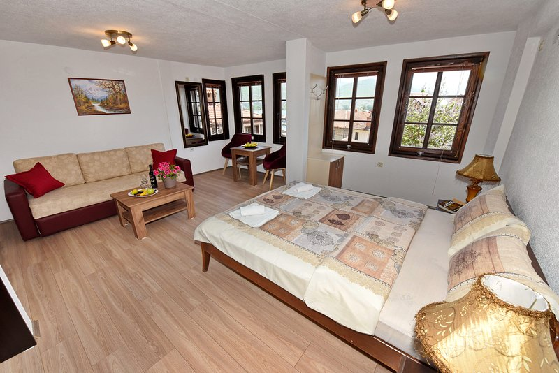 Studio with Lake View, holiday rental in Kalista