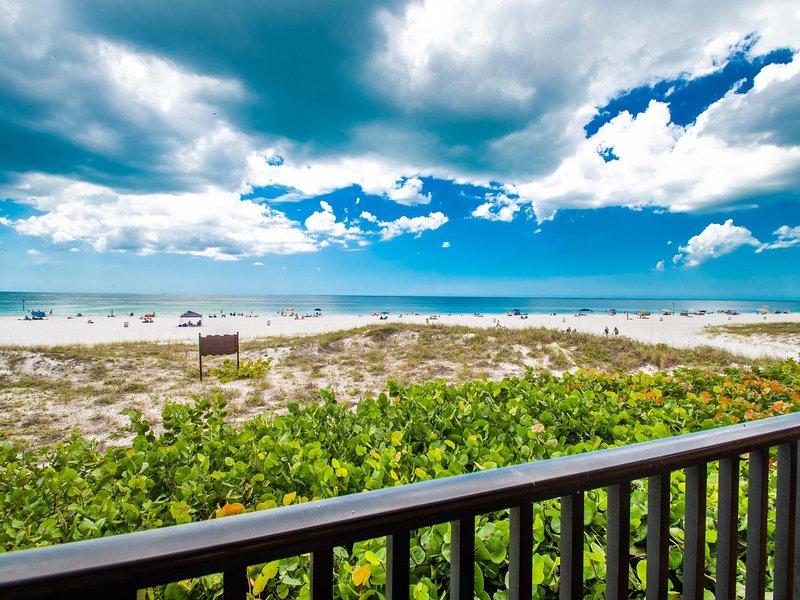 Surfside Condos 202 Beachfront Condo, alquiler de vacaciones en Clearwater