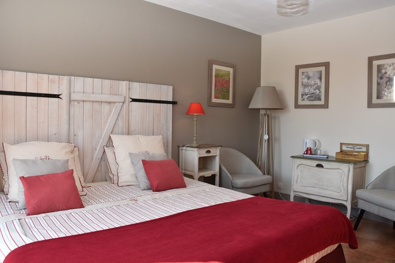 Les Galapons : Chambre Pulsatille, holiday rental in Hieres-sur-Amby