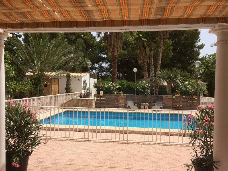 Chalet con piscina privada, jardin y barbacoa cerca del mar y de la montaña, alquiler de vacaciones en Busot