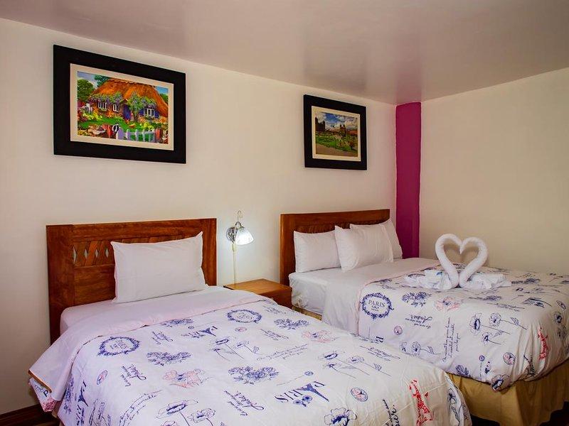 Hotel con vista a las montanas con dos terrazas - Habitacion Triple 3, holiday rental in Machu Picchu
