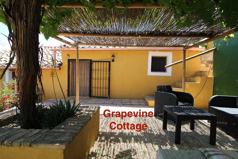 Hibiscus Retreat - Grapevine Cottage, alquiler vacacional en Bullas