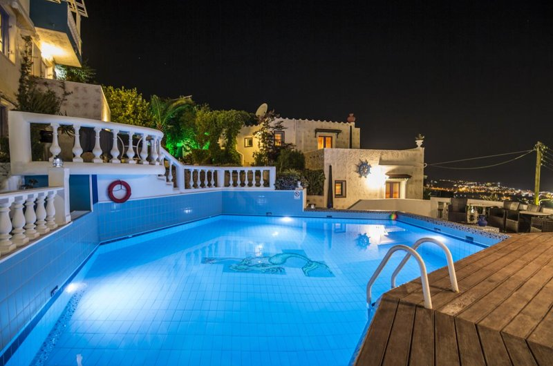 Korifi Suites Collection adults, vacation rental in Piskopiano