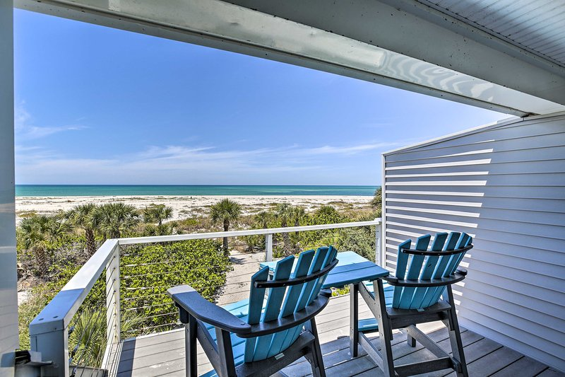 NEW! Beachfront Upper Captiva Condo w/Sunset View!, holiday rental in Pineland