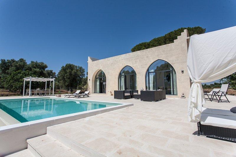 Mini Castle with a pool in central Puglia, holiday rental in San Marzano di San Giuseppe