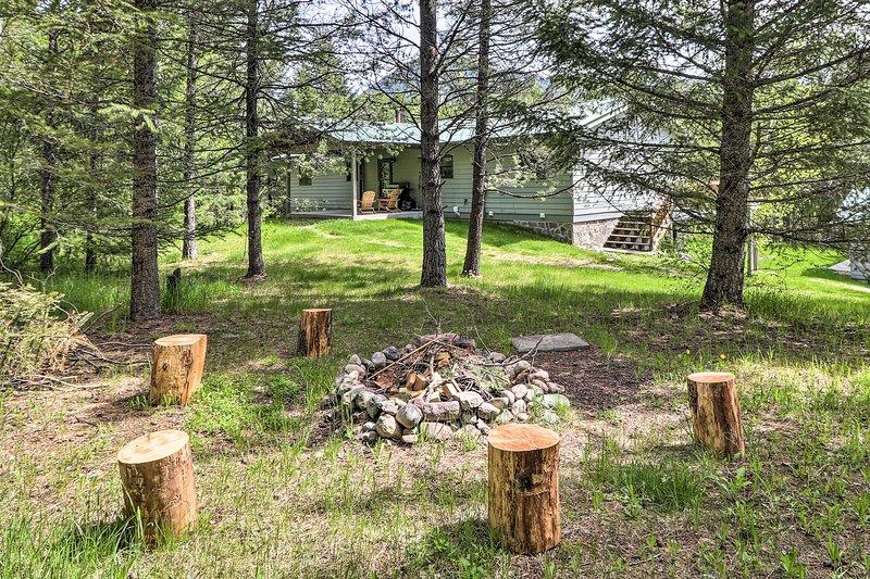 Scenic Forest Lodge Outside Glacier National Park!, aluguéis de temporada em West Glacier