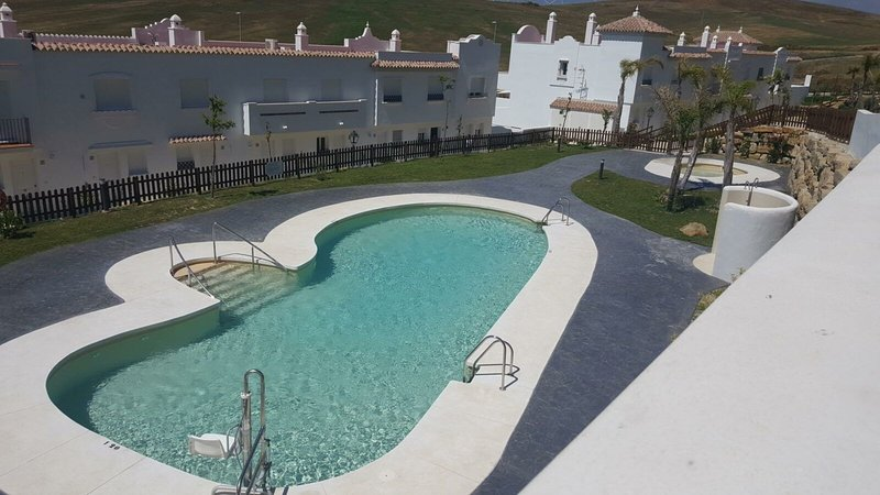 House - 3 Bedrooms with Pool and WiFi - 108521, holiday rental in Bolonia