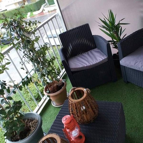 Magnifique appart avec terrasse équipée et wifi gratuit, location de vacances à Dozulé