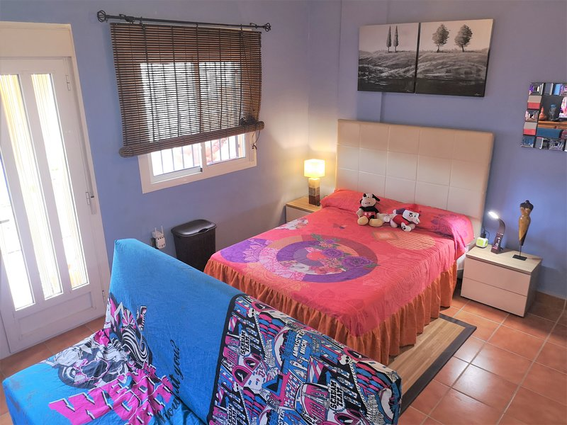 Habitación de Lujo con terraza y piscina, vacation rental in Retamar