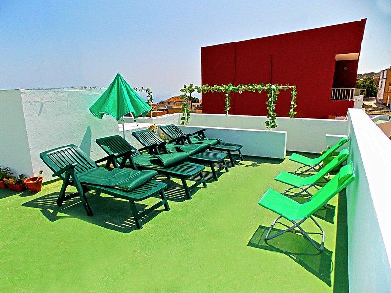 Casa grande con vistas al mar ideal para descanso y senderismo, holiday rental in Fasnia
