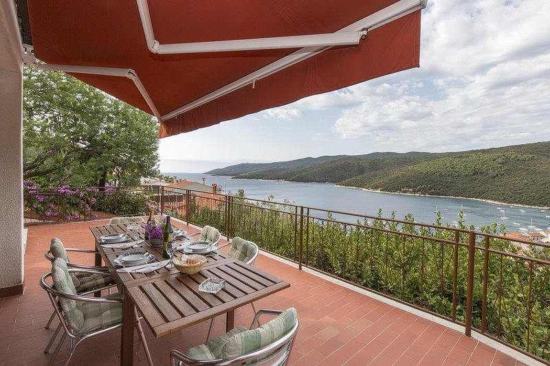 Rabac Apartment Sleeps 6 with Air Con - 5467447, location de vacances à Rabac