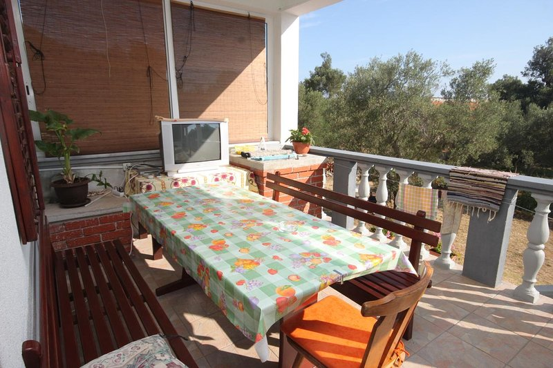 Zman Apartment Sleeps 5 with Air Con - 5467969, holiday rental in Luka