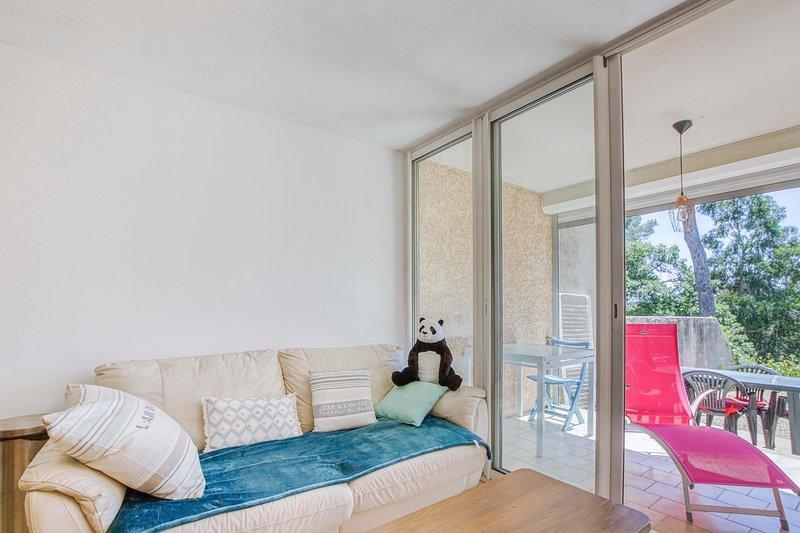 Le Tamaris - Studio 25 m² avec terrasse proche mer, holiday rental in Tamaris-sur-Mer
