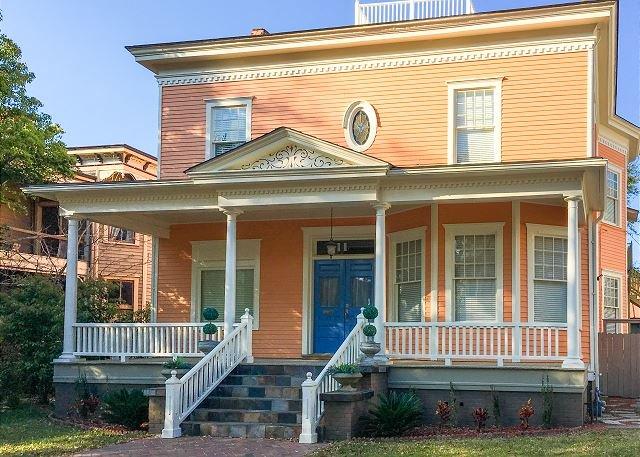 New Listing! Charming Gem w/ Parking – Walk Everywhere, vacation rental in Savannah