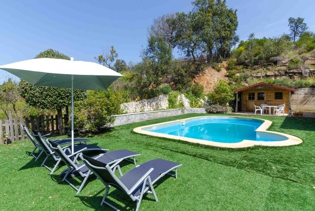 Montbarbat Villa Sleeps 6 with Pool and Free WiFi - 5608964, holiday rental in Cartella