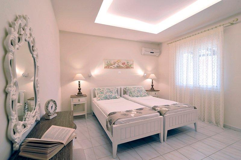 Apartment Hermes - Luxury Unit, location de vacances à Peroulion