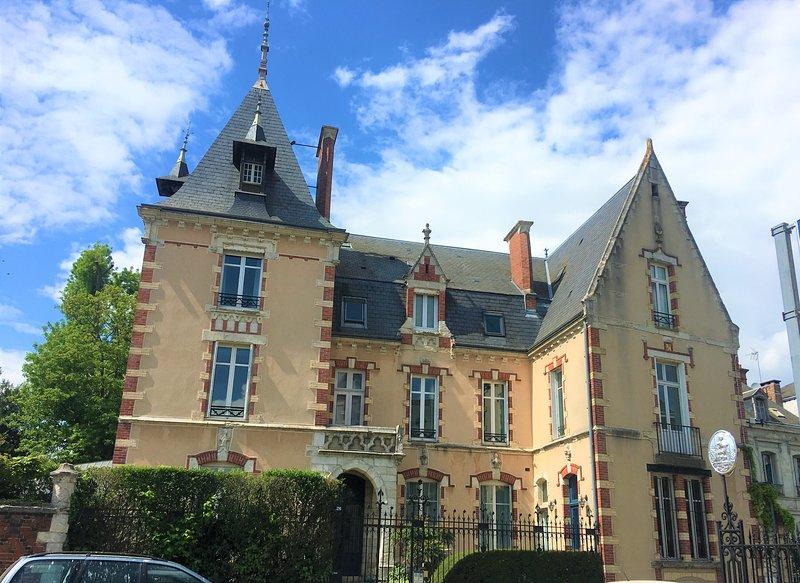 Bel appartement familial au centre de Chartres, casa vacanza a Prunay-en-Yvelines