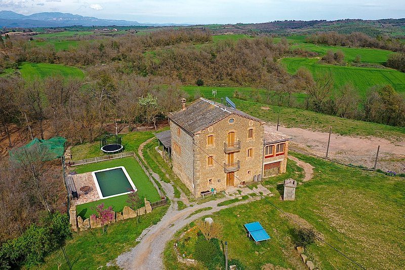 Amazing villa with swimming-pool, location de vacances à Els Prats de Rei