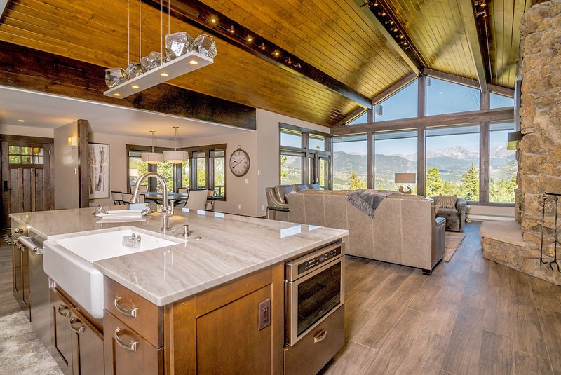 Hyler Mountain Lodge Vacation Home at Windcliff, vacation rental in Estes Park