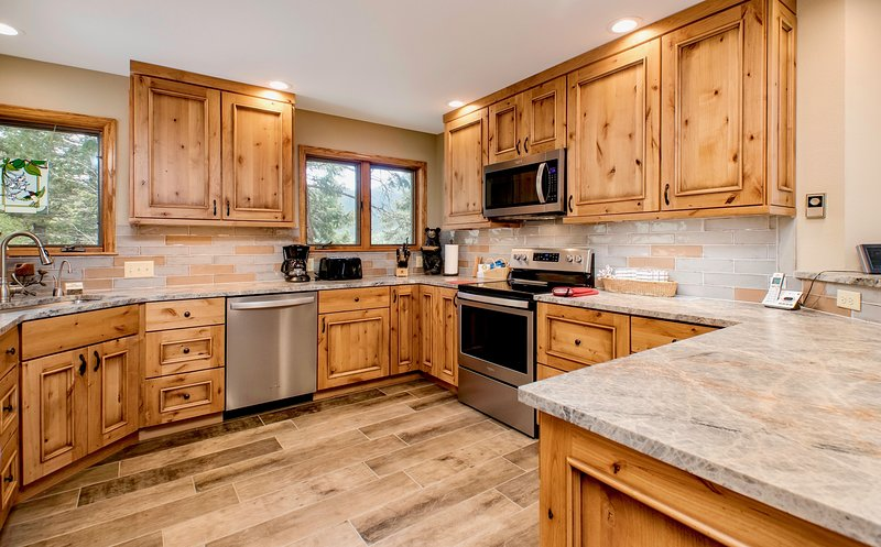 Dances with Wolves Vacation Home at Windcliff, vacation rental in Estes Park