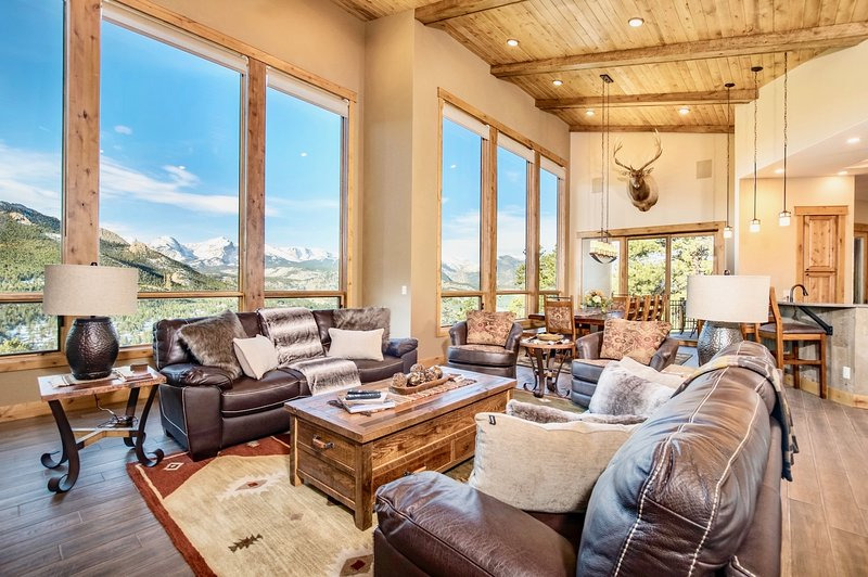 Alpine Haven Vacation Home at Windcliff, vacation rental in Estes Park