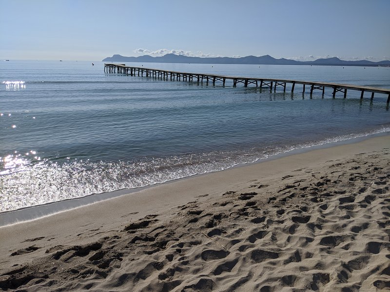 New Modern Apartment 200 m from Beautiful Sandy Beach, holiday rental in Alcudia