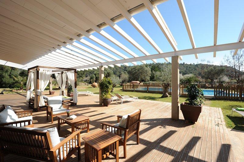 Espectacular Villa con picina privada , BBQ, gran jardín. Limpieza profesional, holiday rental in Bunyola