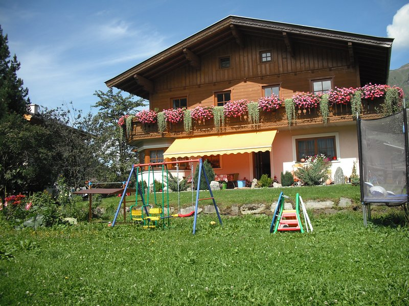 Ferienwohnung in sonniger Lage mit Bergpanorama, holiday rental in Frostlberg
