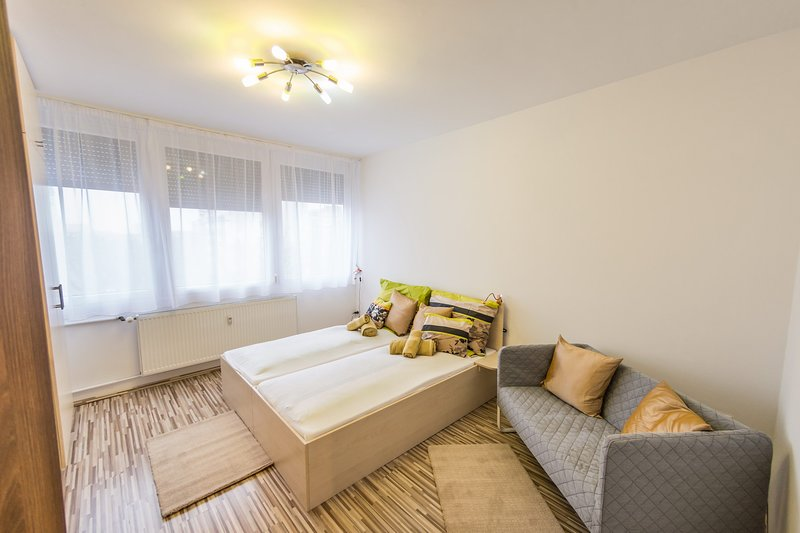 Central Home Pesterzsébet - Relaxing Apartment Budapest, holiday rental in Gyal