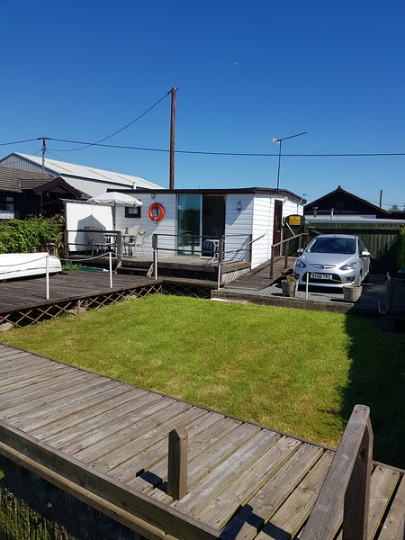 Chalet, garden and parking view