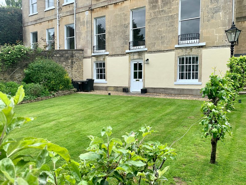 Beautiful Garden Flat Grade II listed Bath, vacation rental in Timsbury