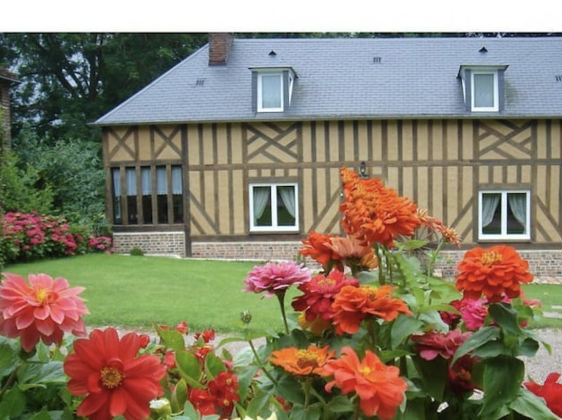 Grand Cottage en Pays d'Auge, holiday rental in Vendeuvre