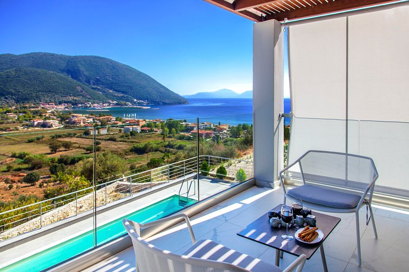 Stylish Villa O With Private Pool & Spectacular Sea Views, vacation rental in Kontarena