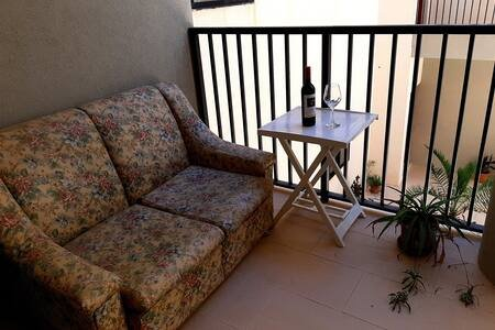 Modern Spacious Private Room In A Large Apartment .WIFI, vacation rental in Nadur