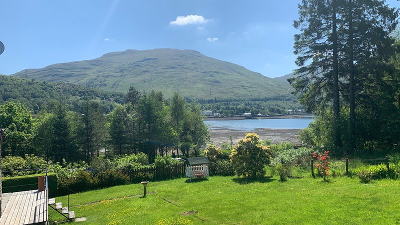 Ben Bheula - Stunning Lochside Lodge at the Foot of The Cobbler, vacation rental in Arrochar