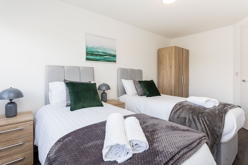 Sutherland Apartment 1, holiday rental in Crawley