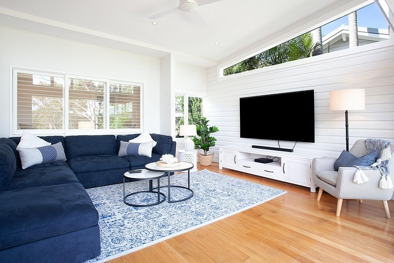 Contemporary Seaside Dream House Steps From Beach, holiday rental in Bilgola
