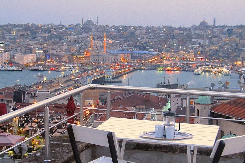 Cosy charm, fabulous terrace views in Galata!, vacation rental in Istanbul