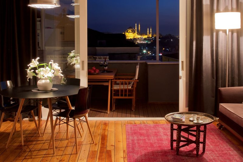 Private terrace, charm & views in Galata!, holiday rental in Istanbul