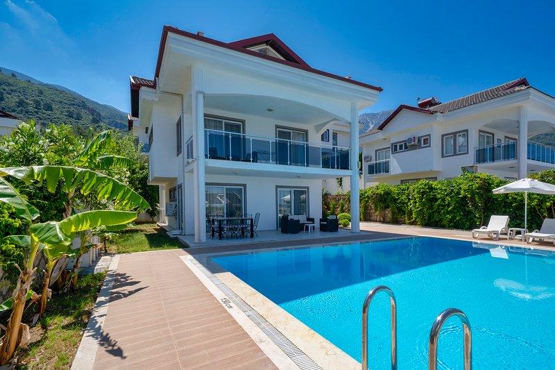 LUXURY 3 BEDROOM VILLA -VILLA WHITE, vacation rental in Faralya