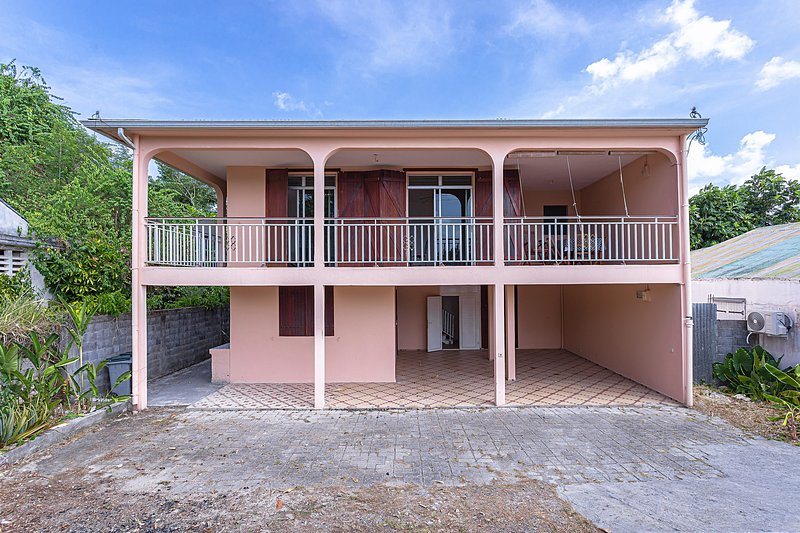 Le Varadero - Appartement bord de mer Port-Louis Guadeloupe, vacation rental in Port-Louis