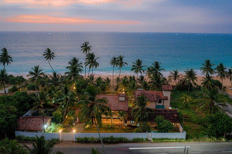 Beachside luxury suites at Max Wadiya, holiday rental in Ambalangoda