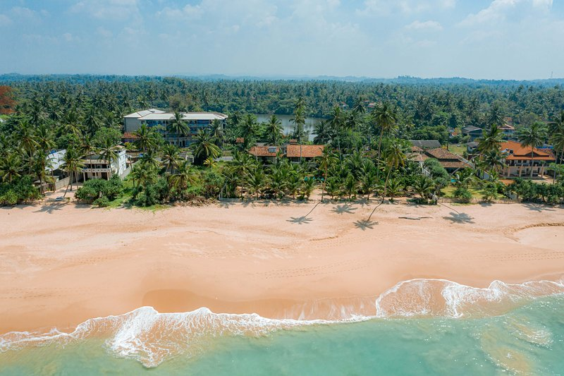 Max Wadiya  idyllic luxury villa on the beach, holiday rental in Ambalangoda
