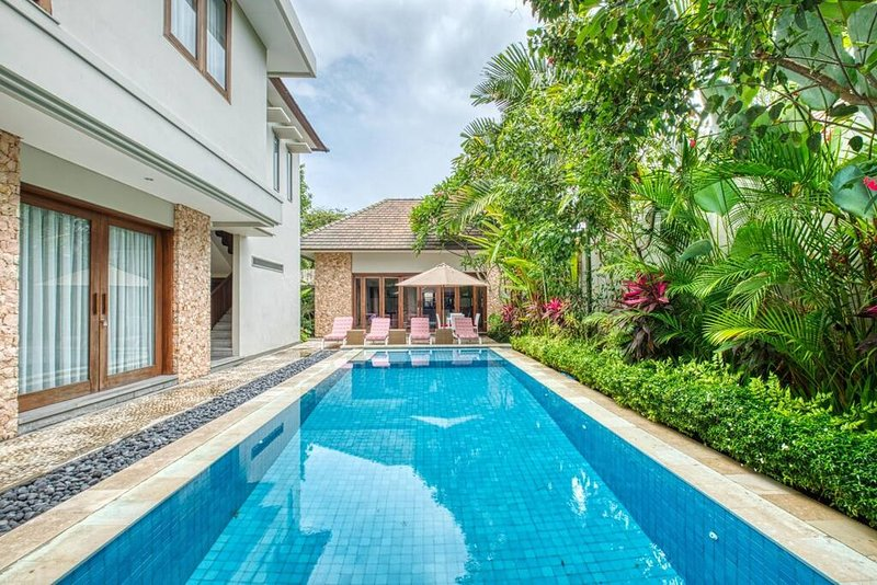Villa 18 is a four bedroom villa in  the group of Kejora Villas-Suites and being so large in area , it offers a fantastic set up for families to enjoy their beachside holidays. This villa is a wonderful venue for the larger groups. It features 4 kin...