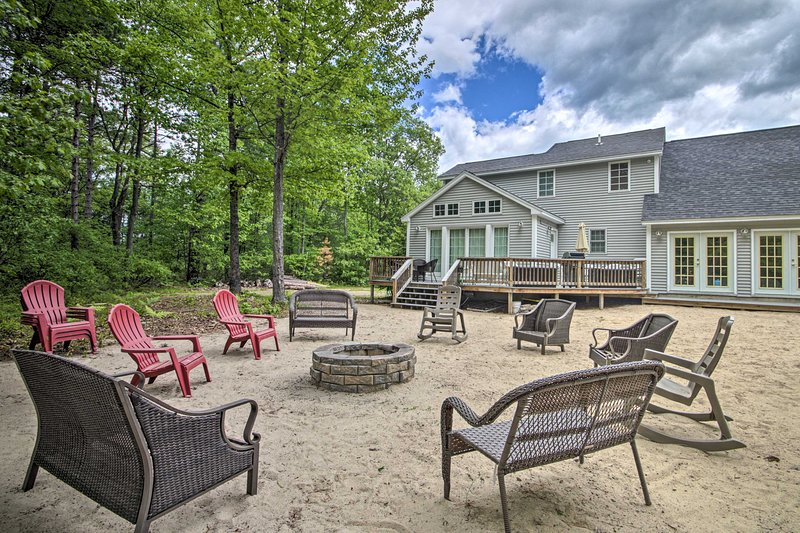 Charming Retreat ~ 1 Mile to Ossipee Lake Marina!, location de vacances à Freedom