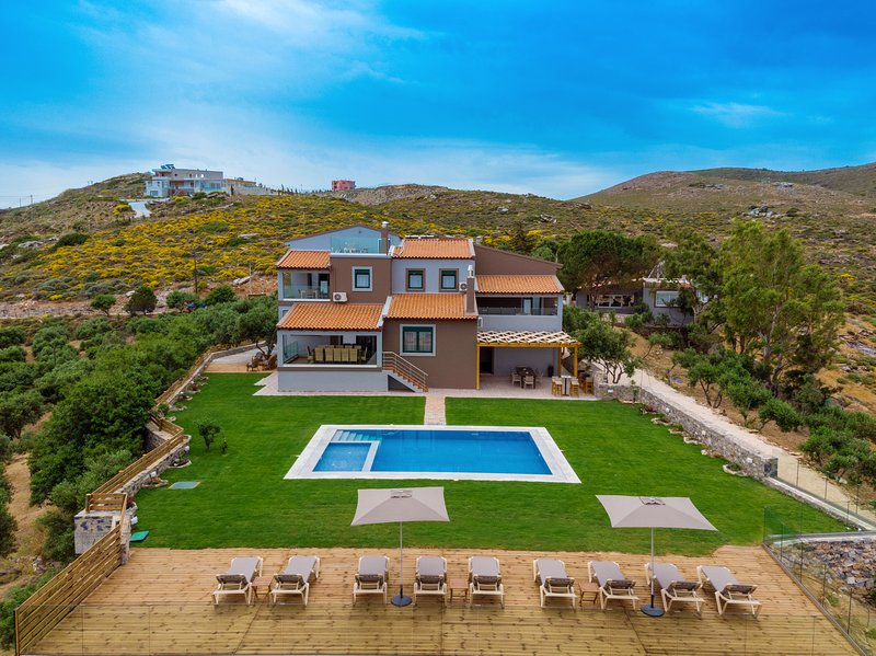 Villa Ourania with private pool, vacation rental in Heraklion