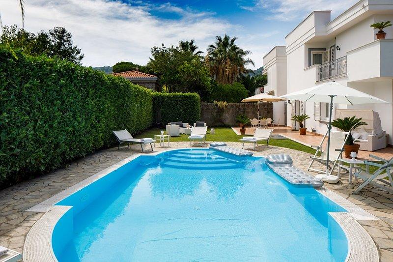 Private pool near Sorrento, location de vacances à Sant'Agnello